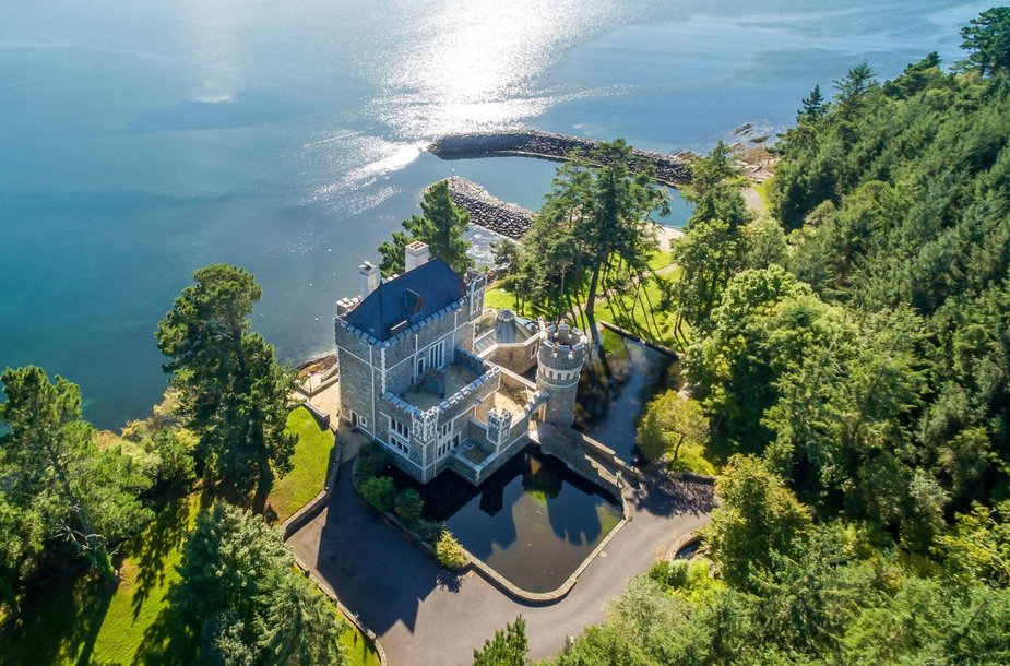 Airijoje parduodama moderni pasakų pilis