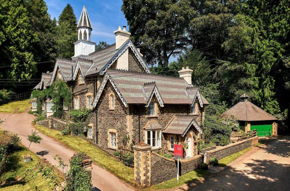 Tilforde parduodamas namelis lyg iš pasakų