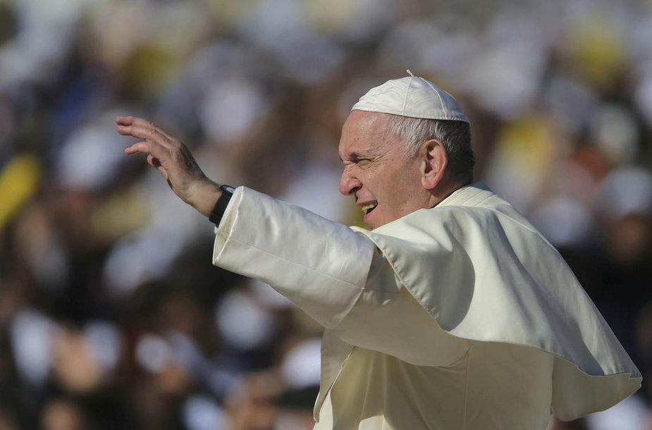 Popiežiaus Pranciškaus aukotos mišios Abu Dabyje