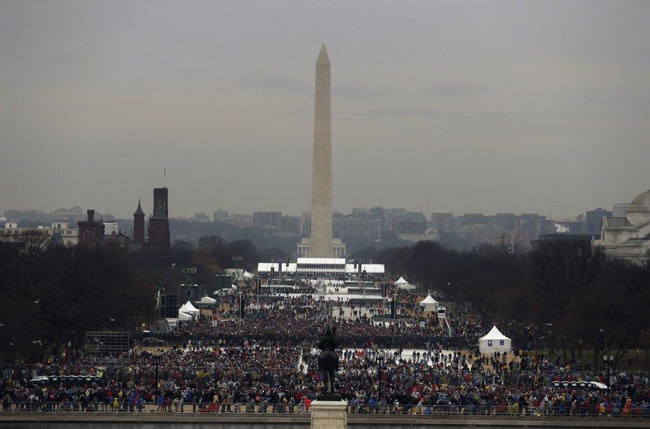 Žmonės renkasi į Donaldo Trumpo inauguraciją  Vašingtone