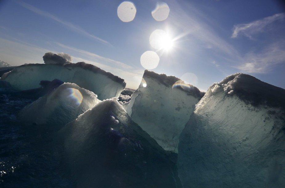 Arkties tirpstančio ledo peizažai