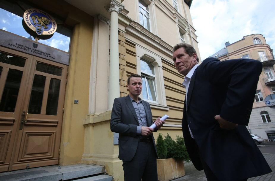 Raimondas Kurlianskis palieka STT su savo advokatu