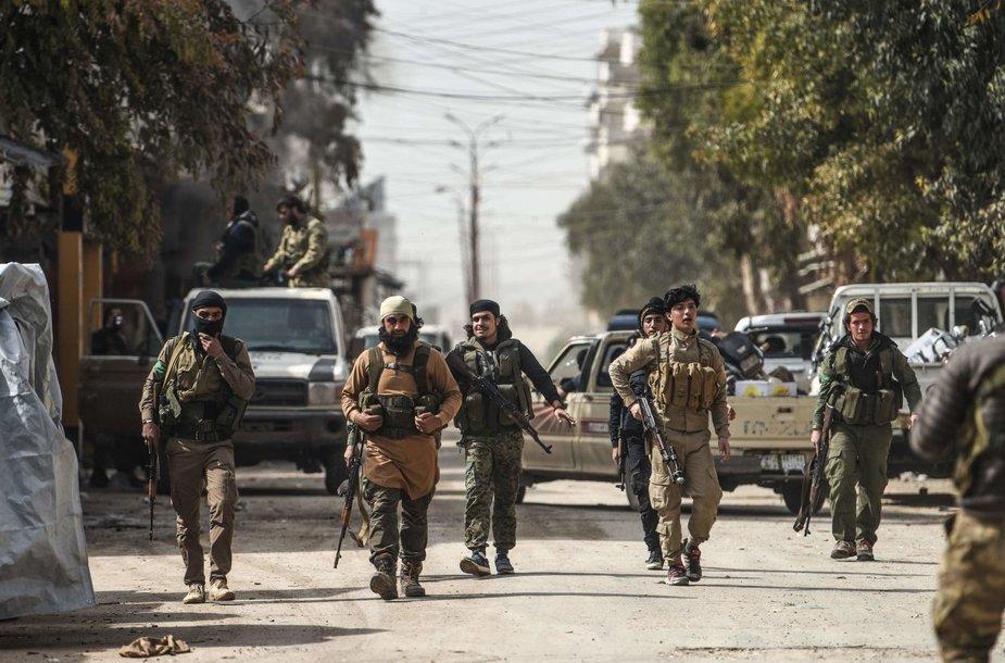 """Turkija tvirtina """"nepasiliksianti"""" Sirijos Afrino mieste"""