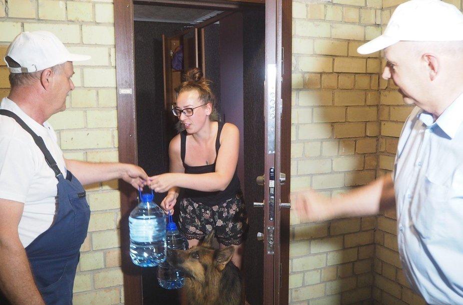 Kauniečiams dalinamas geriamas vanduo