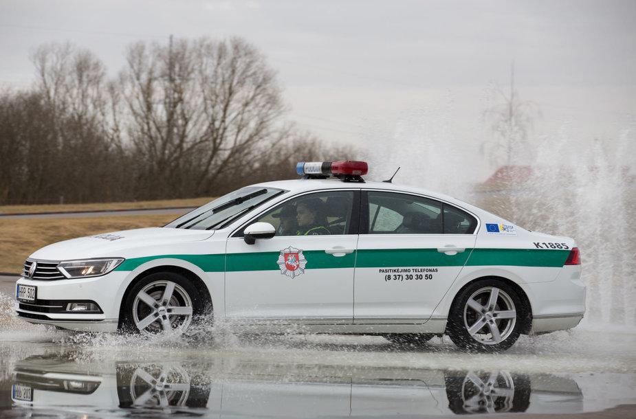 Kauno policijos pareigūnai įvertino savo vairavimo įgūdžius sudėtingomis eismo sąlygomis
