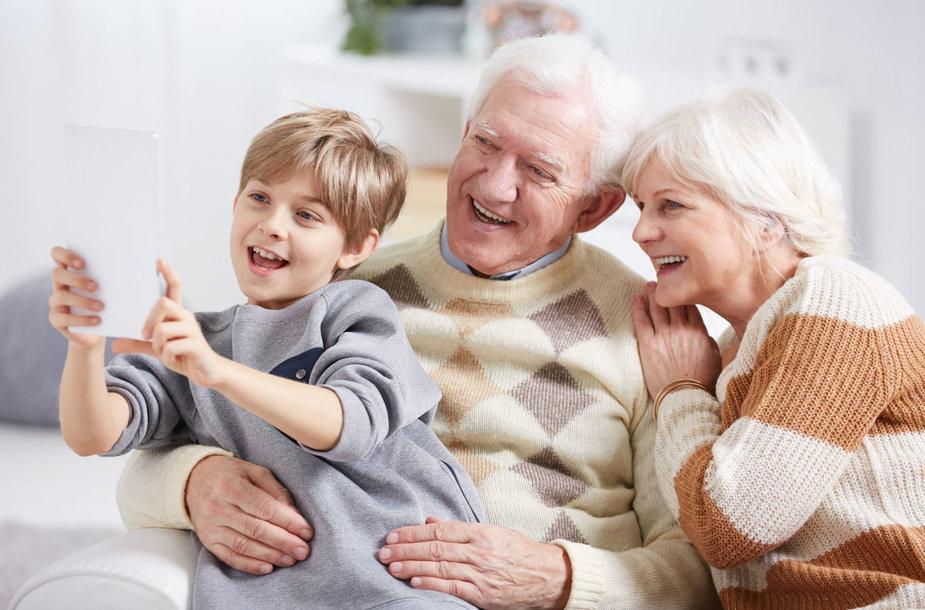 Seneliai ir anūkas