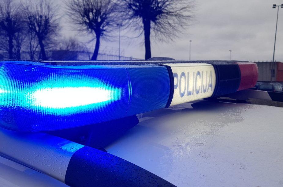 Šiauliuose policijos automobilis pateko į avariją