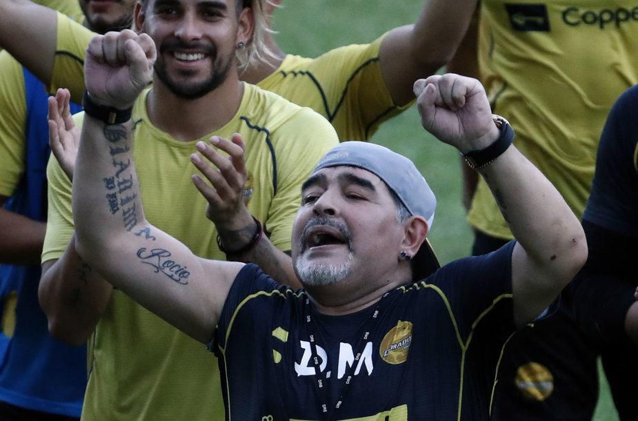 Diego Maradona pirmoje treniruotėje Meksikoje