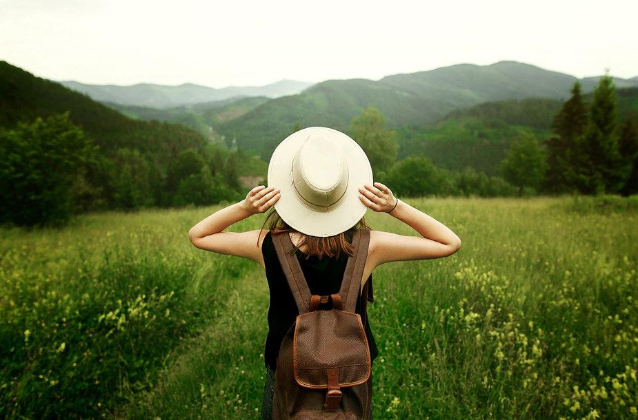 Moteris keliauja