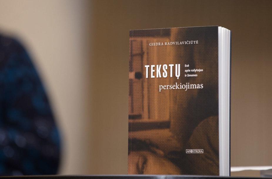 Tekstų persekiotoją Giedrą Radvilavičiūtę apklausia Gytis Norvilas