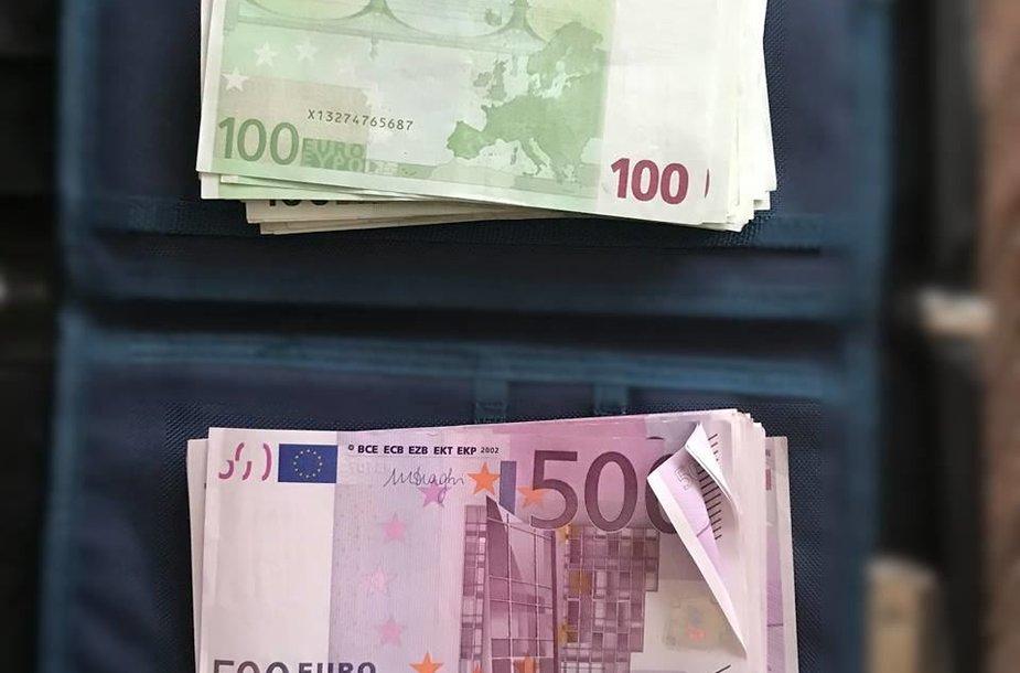 Pinigai, kuriuos kratų metu rado STT