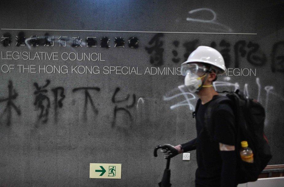 Honkonge protestuotojai įsiveržė į parlamentą