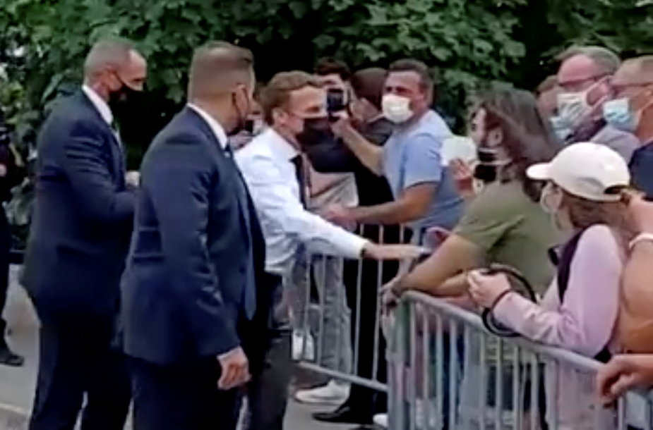 Antausį E.Macronui rėžęs vyras kalėjime praleis keturis mėnesius