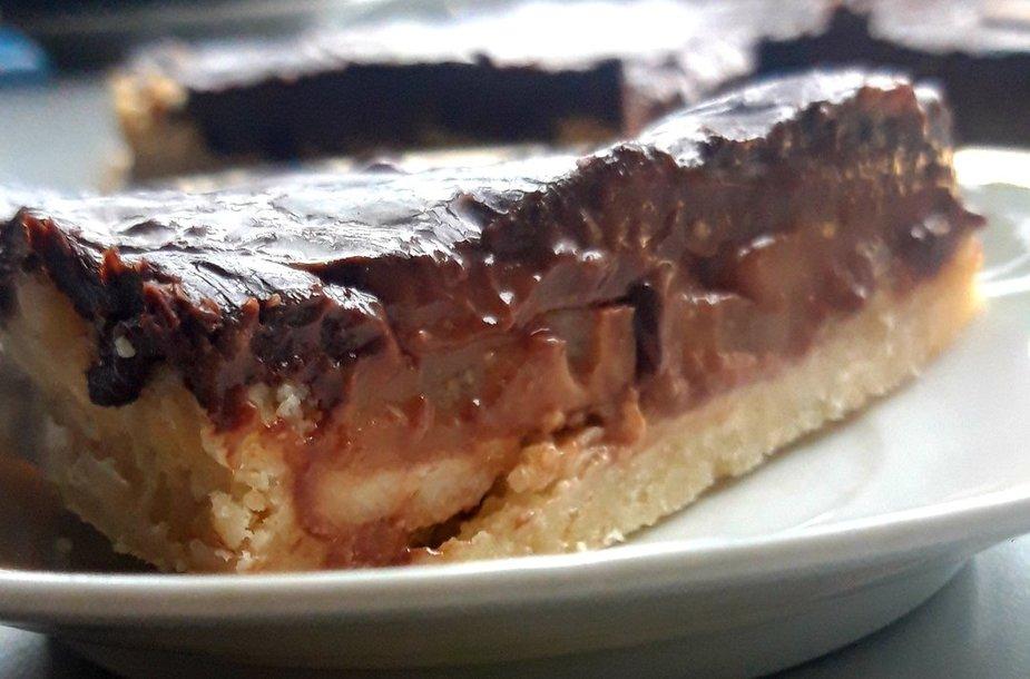 Kriaušių pyragas su šokoladu