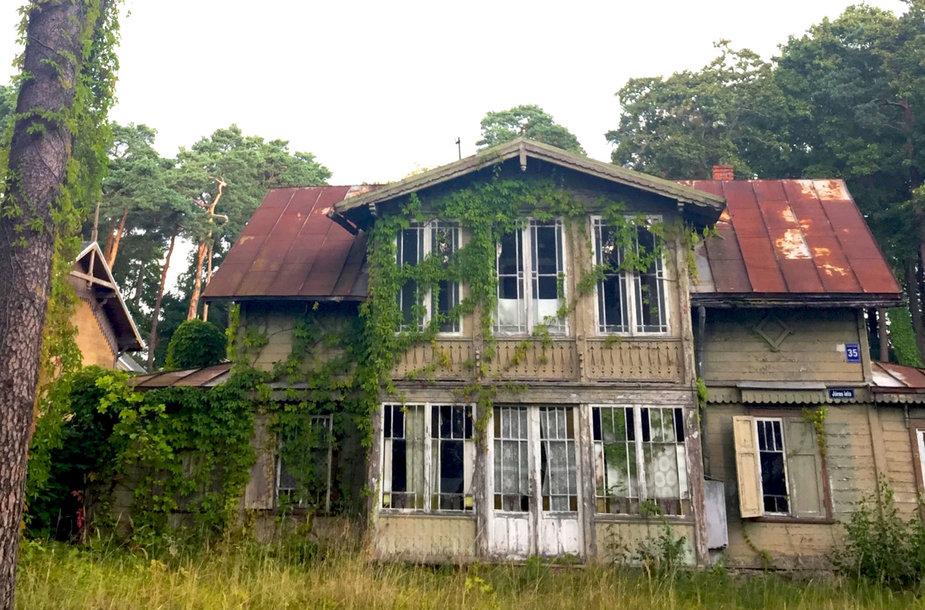 Apleisti namai Jūrmaloje