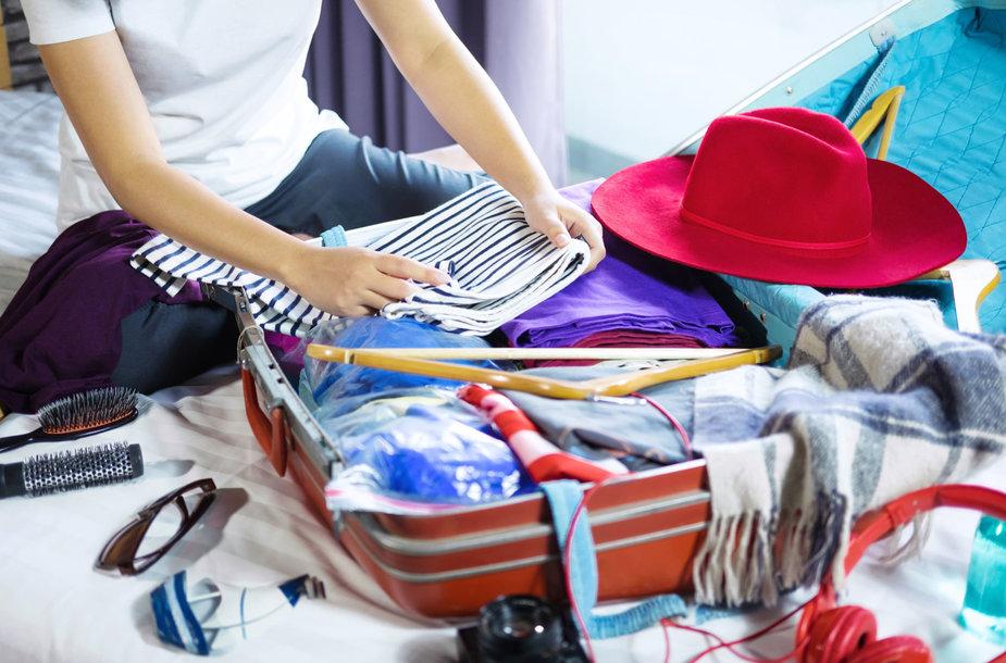 Kaip susipakuoti lagaminą? Skirtingi būdai leis sutalpinti daugiau arba išsaugoti drabužius lygius