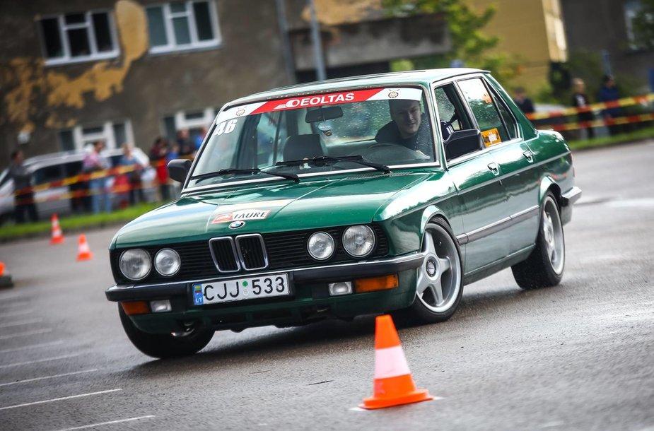 Automobilių slalomo serija startuoja Varėnoje