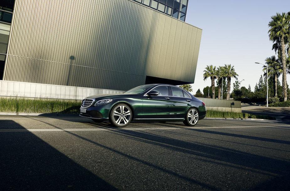 """""""Mercedes-Benz"""" atnaujino C klasę – didžiausias dėmesys žibintams"""