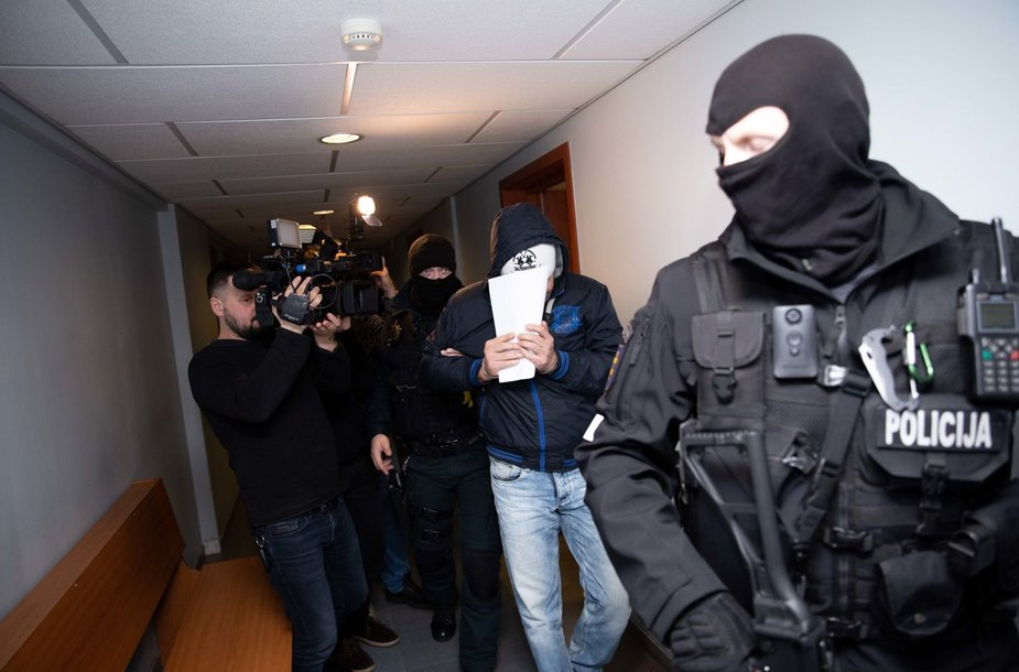Vilniaus apylinkės teisme prasideda svarstymai dėl įtariamųjų korupcijos byloje suėmimo
