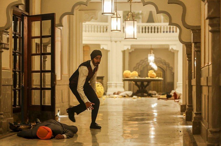 """Kadras iš filmo """"Mumbajaus Viešbutis"""""""