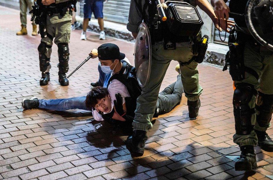 Honkonge policija susigrūmė su demokratijos šalininkais