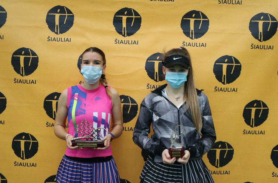 Merginų finalo dalyvės: Tatjana Barkova (Rusija) ir Linda Klimovicova (Čekija)