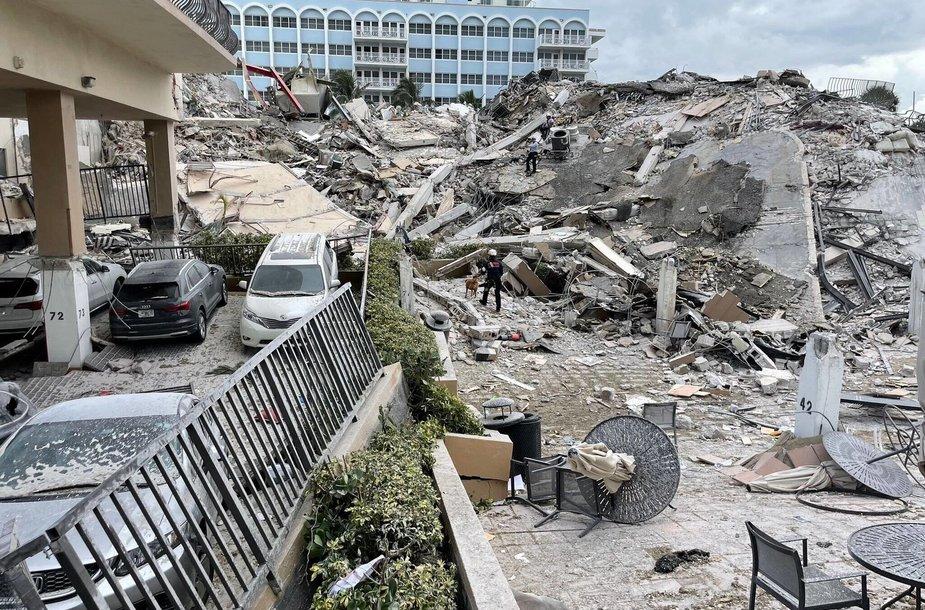 Sugriuvęs daugiabutis Floridoje
