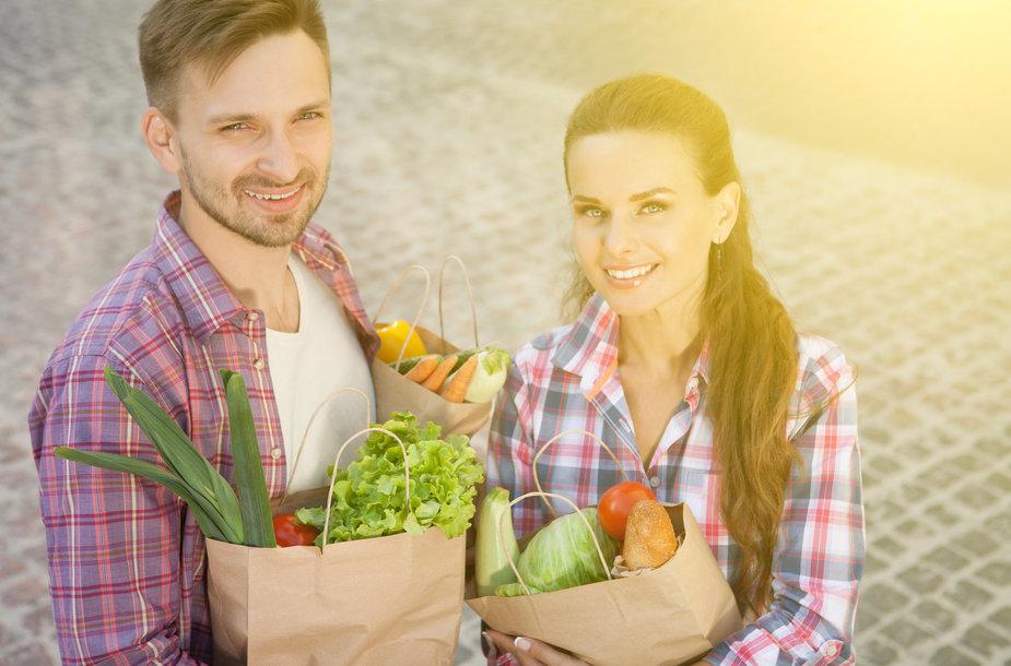 Paprasti atradimai: eiti pesčiomis į parduotuvę naudinga sveikatai ir gamtai
