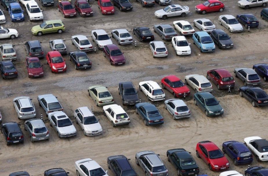 Sausakimši automobilių turgūs – jau praeitis?