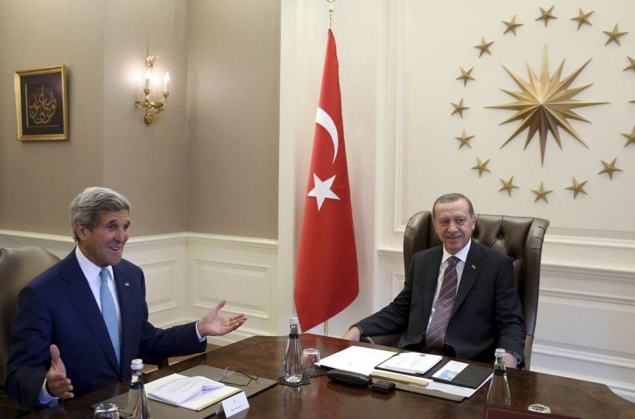 Ankaroje Johnas Kerry susitiko su Turkijos prezidentu Recepu Tayyipu Erdoganu