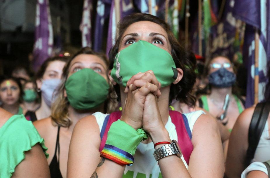 Aktyvistės džiaugiasi abortų legalizavimu