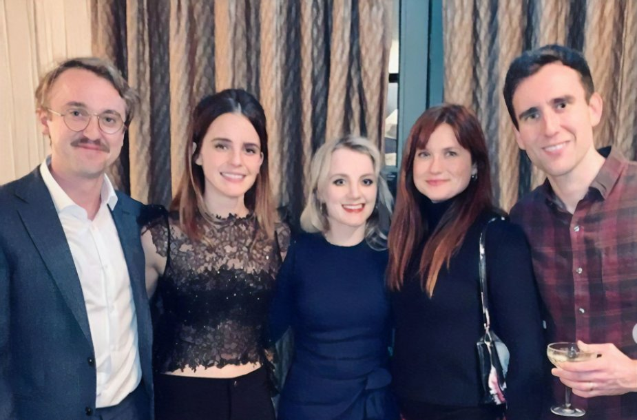 """""""Hario Poterio"""" franšizės aktoriai Tomas Feltonas, Emma Watson,  Evanna Lynch, Bonnie Wright ir Matthew Davisas"""