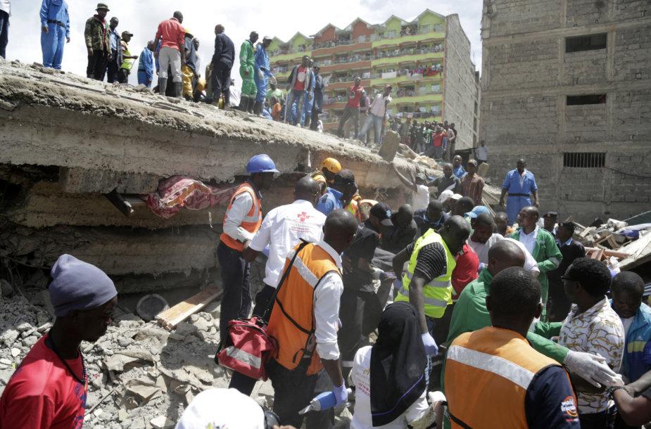 Nairobyje sugriuvo 6 aukštų pastatas