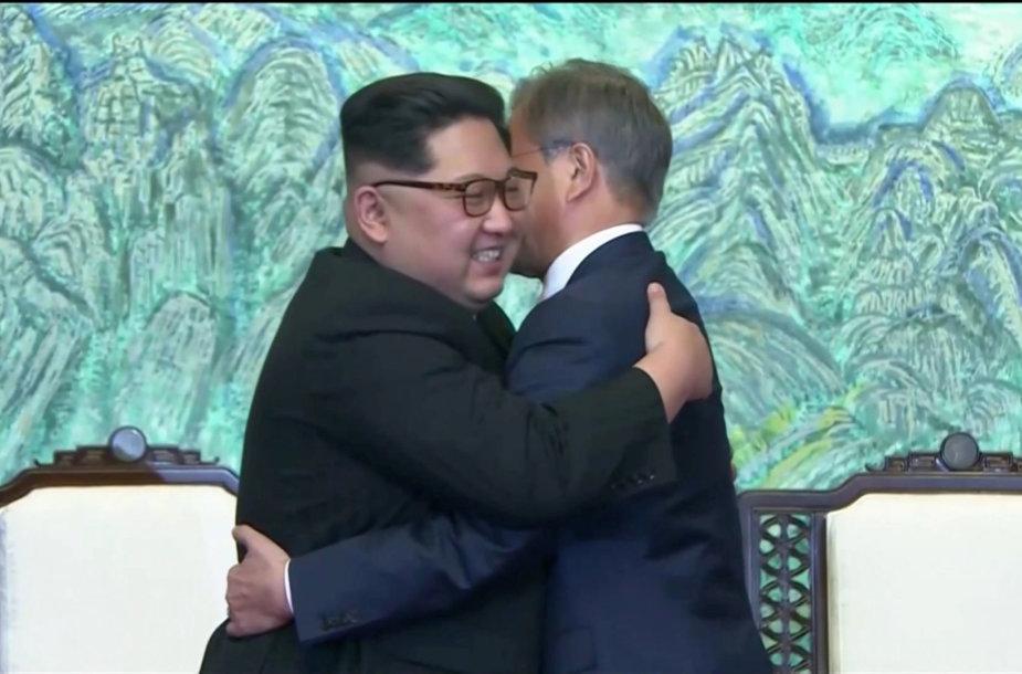 Šiaurės ir Pietų Korėjos lyderiai: Kim Jong Unas ir Moon Jae-inas