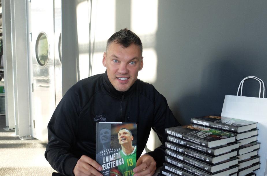 """Šarūnas Jasikevičius pristato biografinę knygą """"Laimėti neužtenka"""""""