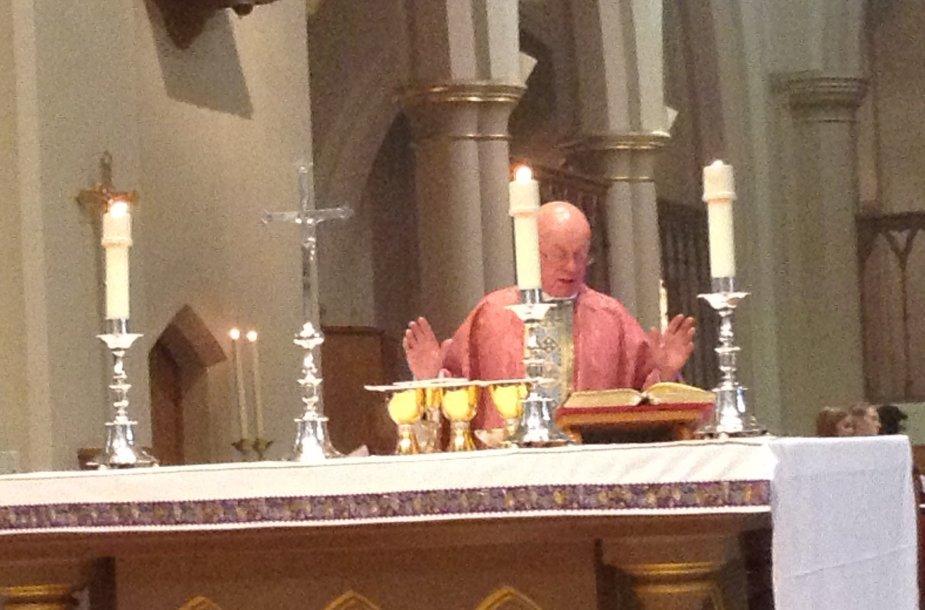 Kanauninkas Geoffrey Hunton aukoja Šv. mišias už Lietuvos laisvę ir saugumą