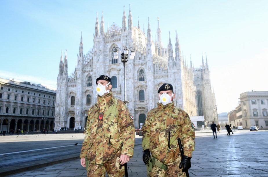 Milano katedrą saugo kaukes dėvintys kariai. Katedrą nuspręsta uždaryti lankytojams