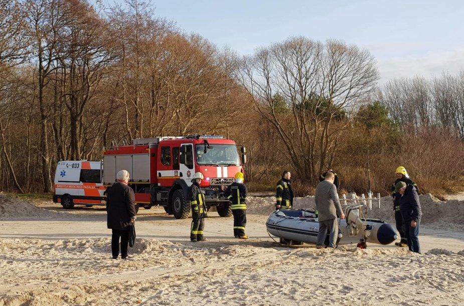 Baltijos jūroje ties Karkle iš valties iškrito žvejys