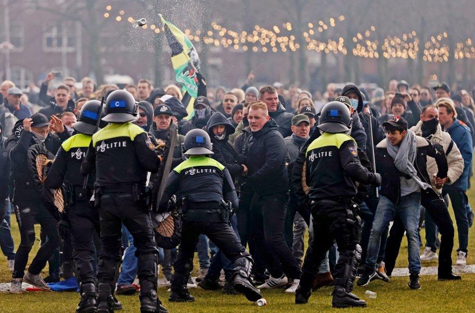 Policijos ir protestuotojų susirėmimai Amsterdame