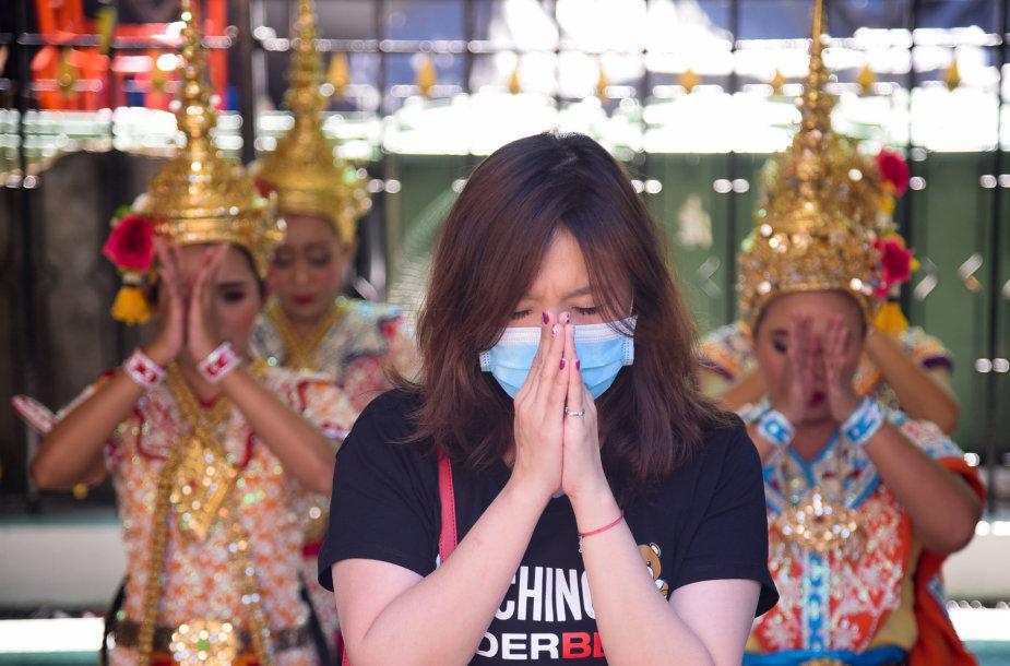 Moteris su kauke Tailande