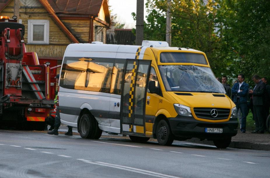 Maršrutinis mikroautobusas po avarijos
