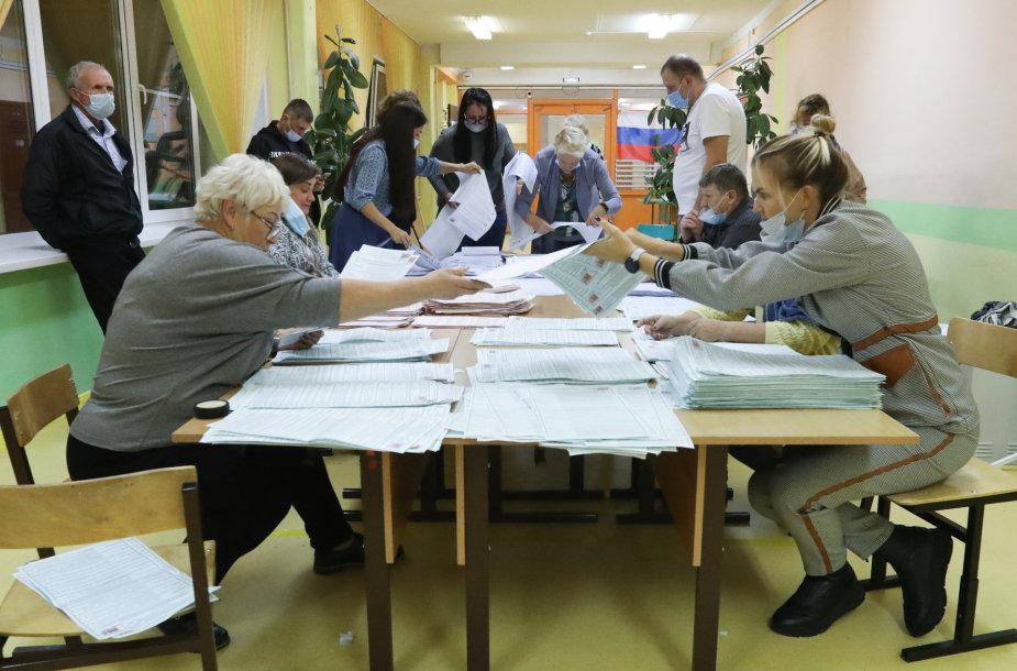 Skaičiuojami balsai Rusijoje