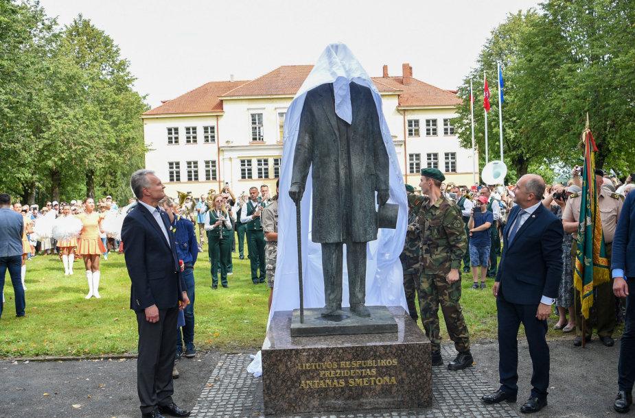 Ukmergės rajone rugpjūtį atidengtas paminklas A.Smetonai.