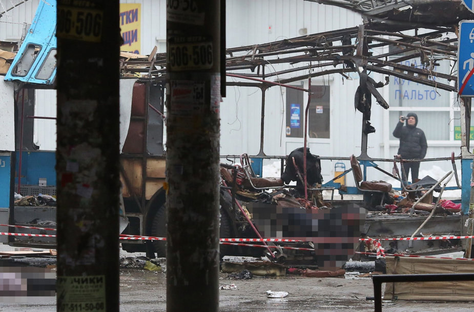 Galingo sprogimo suniokotas troleibusas Volgograde