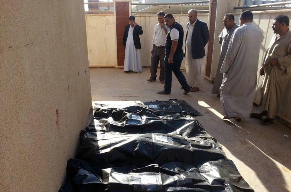 Irake nesiliauja smurtas.