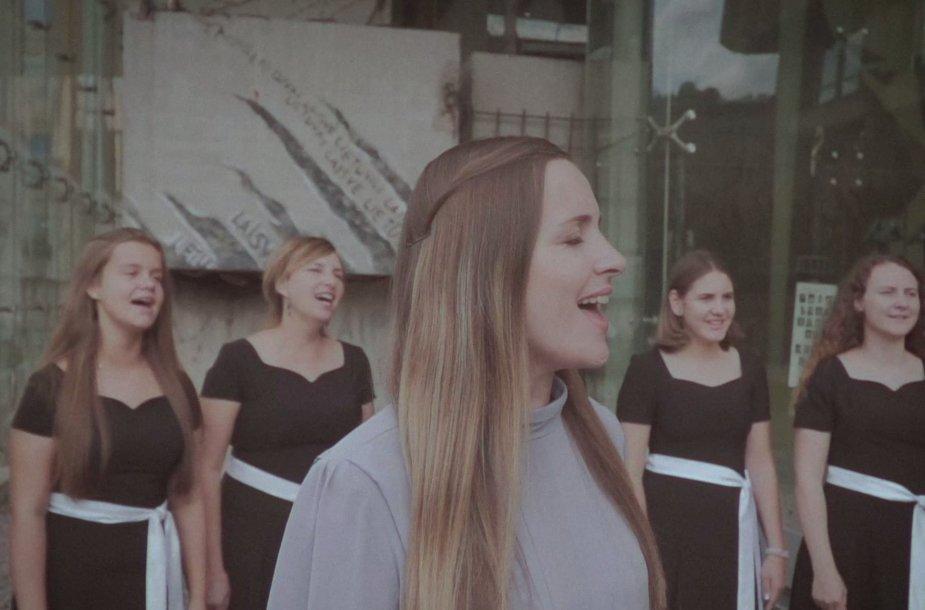 """""""Atgimimo vaikai"""" pristato Sausio 13-osios minėjimui skirtą muzikinį vaizdo klipą"""