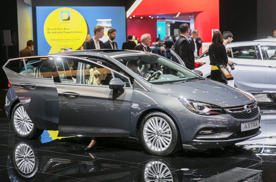 """Opel"" stendas Frankfurto automobilių parodoje"