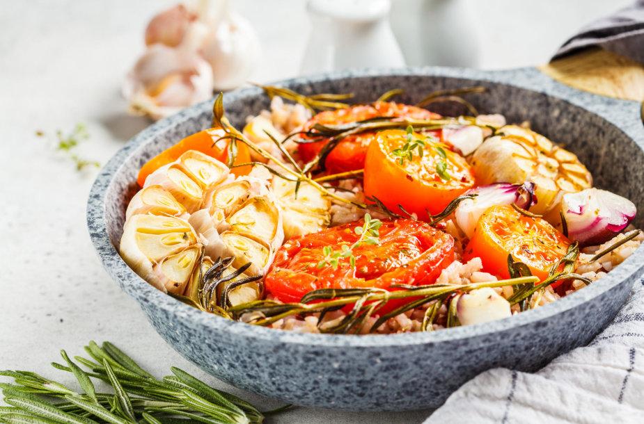 Ryžiai su pomidorais ir česnakais