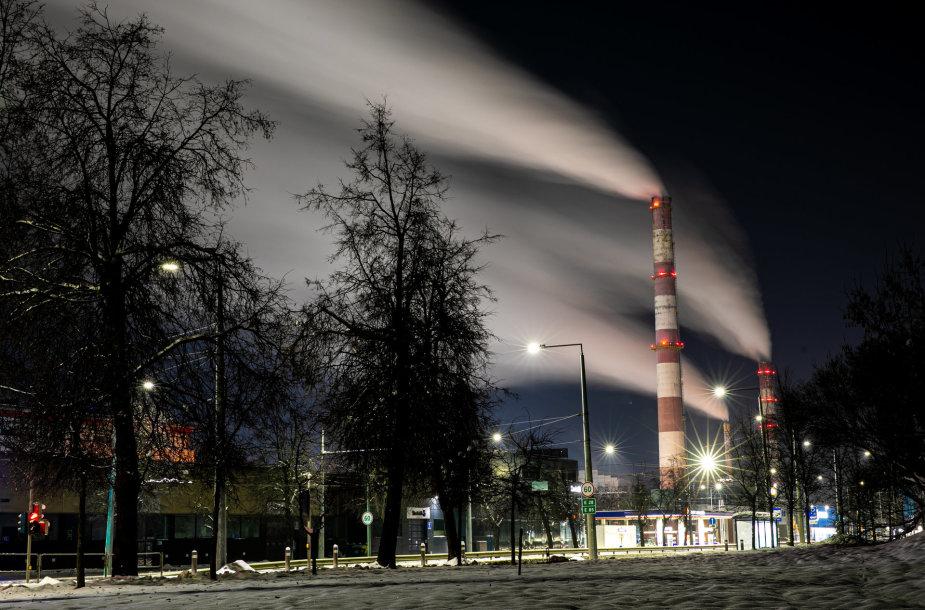 Naktiniame šaltyje paskendę Vilniaus kaminai