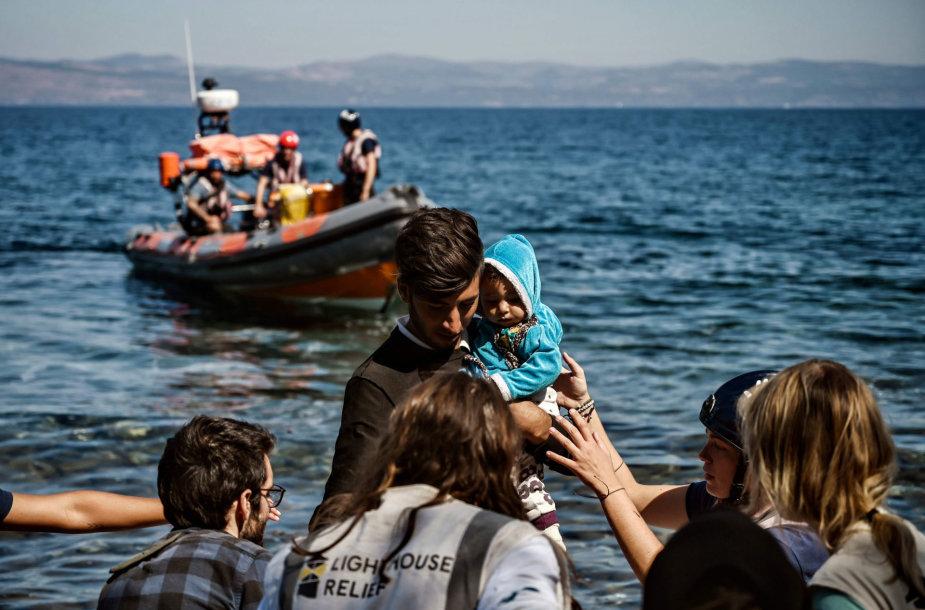 Jūroje gelbėjami migrantai